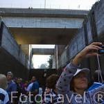 Barco turistico y la presa de Crestuma - Lever. Rio Duero. Valle del Duero. Portugal