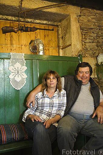 El Sr. Luis Barros y su esposa en su casa de Quinta de Avessada. Cerca de FAVAIOS. Valle del Duero. Portugal