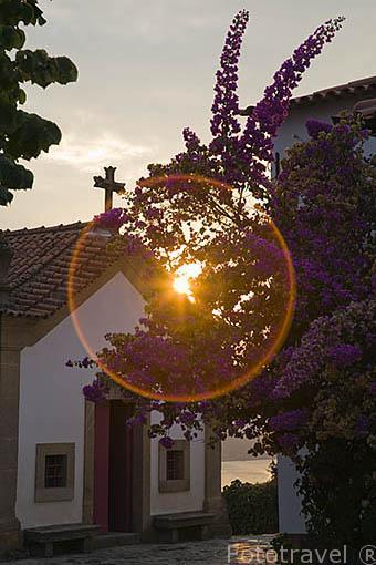 Ermita. Quinta Nova y viñedos. En COVAS DO DOURO. Valle del Duero. Portugal