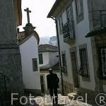 Calle empedrada cerca de la iglesia de San Gonzalo. Población de AMARANTE. Portugal