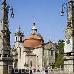 Puente sobre el rio Tamega. Al fondo la iglesia de Sao Gonzalo. Población de AMARANTE. Portugal