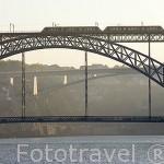 Puente de Luis I y tranvia. Ciudad de OPORTO y el rio Duero. Portugal