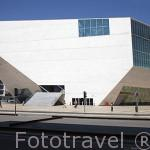 Casa de la Musica. Edificio con forma poliedrica. Arquitecto Rem Koolhaas. Ciudad de OPORTO. Portugal