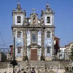 Iglesia de San Ildefonso con decoración de azulejos en su fachada. Ciudad de OPORTO. Portugal