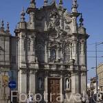 Detalle de la fachada de la iglesia Nuestra Señora del Carmen de estilo rococo. Ciudad de OPORTO. Portugal