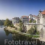 Población de AMARANTE junto al rio Tamega. Portugal