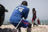 Pescadores sacando la red del mar. Alrededores de la población de Djiffer. Mar abierto cerca del delta de Saloum. Senegal. Africa