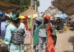 Mujeres con sus boubous tradicionales. Mercado de los miercoles de Ngueniene. Delta del Saloum. Senegal. Africa