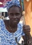 Mujer con su boubou tradicional. Mercado de los miercoles de Ngueniene. Delta del Saloum. Senegal. Africa