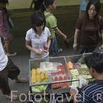 Vendedor de fruta ambulante. Ciudad de BANGKOK. Tailandia