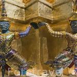Estatuas en el interior del complejo del Gran Palacio (1782). BANGKOK. Tailandia