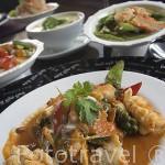"""Plato de mariscos y comida Thai. Restaurante""""Supatra River House"""". Junto al rio Chao Phraya.BANGKOK. Tailandia"""