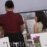 Restaurante Vertigo (Piso 61) del hotel Banyan Tree con vistas de atardeceres unicos sobre la ciudad de BANGKOK. Tailandia