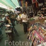 Calle comercial en Mae Sai. Paso fronterizo con Myanmar / Birmania. Chiang Rai. Tailandia