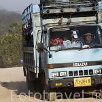 Camion que hace de transporte para llevar a los niños a la escuela. Poblado de KEAW VUA DAM. Chiang Rai. Tailandia