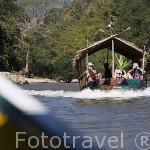 Embarciones turisticas navegando en el rio Kok. CHIANG RAI. Tailandia