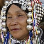 Señora de la tribu de montaña Akha con los dientes y encias teñidos con la cascara de la palmera de betel. CHIANG RAI. Tailandia