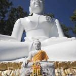 Buda sentado en el templo Wat Tha ton. En lo alto de la montaña. THA TON. Chiang Mai. Tailandia