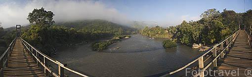 Vista panoramica sobre el rio Kok desde el puente colgante donado por Japon. Poblado de KEAW VUA DAM. Chiang Rai. Tailandia