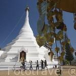 Templo de WAT PHRA THAT DOI KONG MOO. Cerca de MAE HONG SON. Tailandia