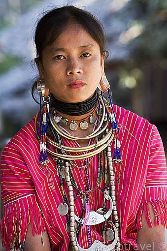 Una chica de la tribu de montaña Karen kayow, de religion catolica. Poblado de BAN MAI NAI SOI. A 35km de Mae Hong Son. Tailandia