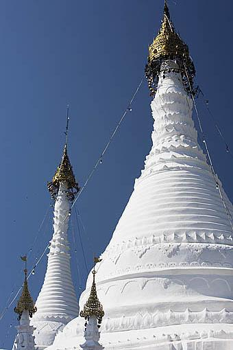 Detalle de las estupas del templo Wat Phra That Doi Kong Moo. Cerca de MAE HONG SON. Tailandia