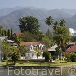 Lago Jong Kum en la poblacion de MAE HONG SON. Tailandia