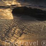 Roca y reflejo. Mar de Andaman. Tailandia