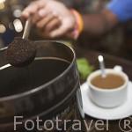 Cafe filtrado hokkien. En un restaurante del centro de la ciudad de TRANG. Tailandia