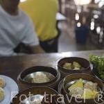 Variedades de Dim Sum servido en uno de los varios restaurantes que se encuentran en el centro de la ciudad de TRANG. Tailandia