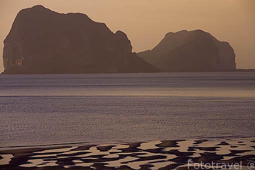 Playas al atardecer en la zona de TRANG. Mar de Andaman. Tailandia