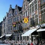 La plaza Oude y cafeterias. LOVAINA. Belgica