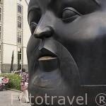 Plaza Botero. Obras de Fernando Botero. Detras el Palacio de la Cultura. MEDELLIN. Colombia