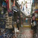 Comercios de todo tipo en el interior de un centro artesanal. Calle Junin MEDELLIN. Departamento de Antioquia. Colombia