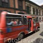 Buseta de transporte. Barrio de la Candelaria. BOGOTA. Colombia