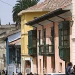 Calle 10 con balcones en madera estilo colonial. Barrio de la Candelaria. BOGOTA. Colombia