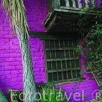 Casa colorida. Recreación de pueblo llamado El Portico. Aqui se graban telenovelas entre otras series. La Sabana, en las afueras de BOGOTA. Colombia