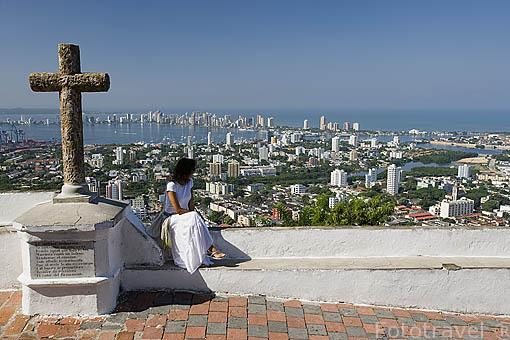 La ciudad de CARTAGENA DE INDIAS desde el cerro de la Popa, frente al mar Caribe. Colombia