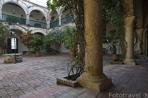 Patio interior del convento de la Candelaria (s.XVII). En lo alto del cerro de la Popa. Ciudad de CARTAGENA DE INDIAS. Colombia