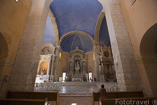 Interior de la Iglesia de Santo Domingo (s.XVI). Ciudad Vieja. CARTAGENA DE INDIAS. Colombia