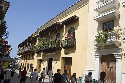 Calles con balcones de estilo colonial. Ciudad Vieja. CARTAGENA DE INDIAS. Colombia