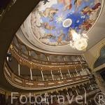 Interior. Teatro Heredia.1911. Restaurado por Enrique Grau, 1998. Construido sobre las ruinas de la iglesia La Merced. Monumento Nacional. Ciudad Vieja. CARTAGENA DE INDIAS. Colombia