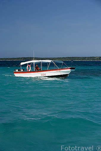 Embarcación. Islas del Rosario. Mar Caribe. CARTAGENA DE INDIAS. Departamento de Bolivar. Colombia