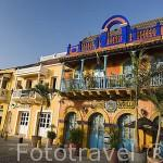"""Fachada del disco pub """"Mister Babilla"""" y otros locales de fiesta en el barrio de Getsemani. CARTAGENA DE INDIAS. Colombia"""