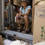 Lorena Conde en su camión con sombreros varios para vender en CARTAGENA DE INDIAS. Colombia