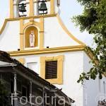 Plaza de Fernandez de Madrid y balcones en madera de estilo colonial. CARTAGENA DE INDIAS. Ciudad patrimonio de la Humanidad, UNESCO. Colombia. Suramerica