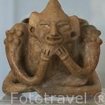 Incensario monocromo con decoración antropomorfa. Clasico tardio. 600 - 900 d.C. Museo arqueologico del Sitio. EL SALVADOR. Centro américa.