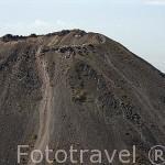 """Crater del volcan Izalco, se origino en 1770. Es de tipo estromboliano o estratovolcan. Se le llamaba """"El faro del Pacifico"""". El Salvador. Centro américa"""