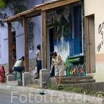 """Calle colorida en el pueblo de NAHUIZALCO. En la """"ruta de las Flores"""". El Salvador. Centro américa"""
