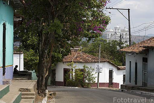 Calle de la población de SUCHITOTO. El Salvador. Centro américa.